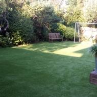 artificial-grass-in-garden-london