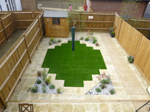 Courtyard Gardens Made Easier with Artificial Garden Grass